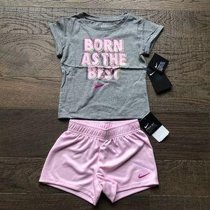Nike Toddler Girls 2 Pc Tee Shirt /& Shorts Set GIRLS RULE THE WORLD Sz 2T 4T